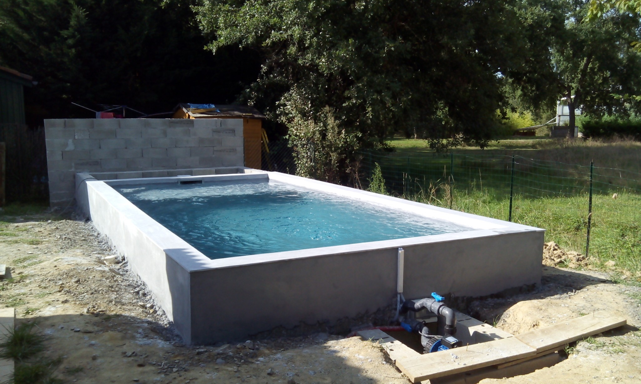 Construction de piscines o 39 mineraux for Piscine hors sol beton a debordement
